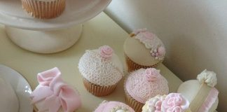 Beautifully Decorated Vintage Cupcakes
