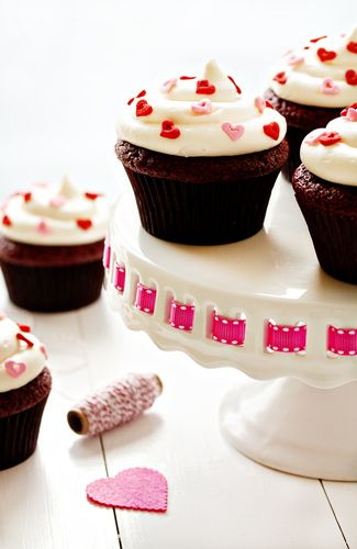 Heart sprinkles are looking so cute on these red velvet cupcakes. Red ...