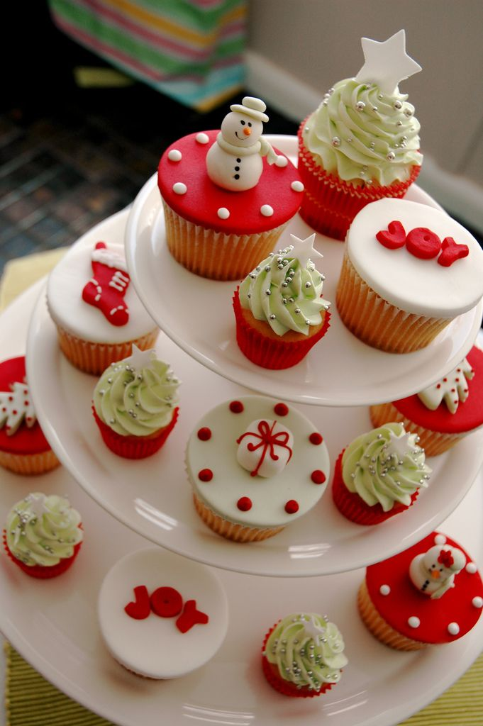 Christmas Themed Cakes Pictures.Perfect Christmas Party Cupcakes