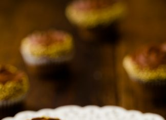 Chocolate And Pearls Cupcakes