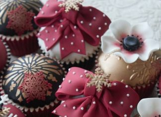 Classy Christmas Decors Cupcakes