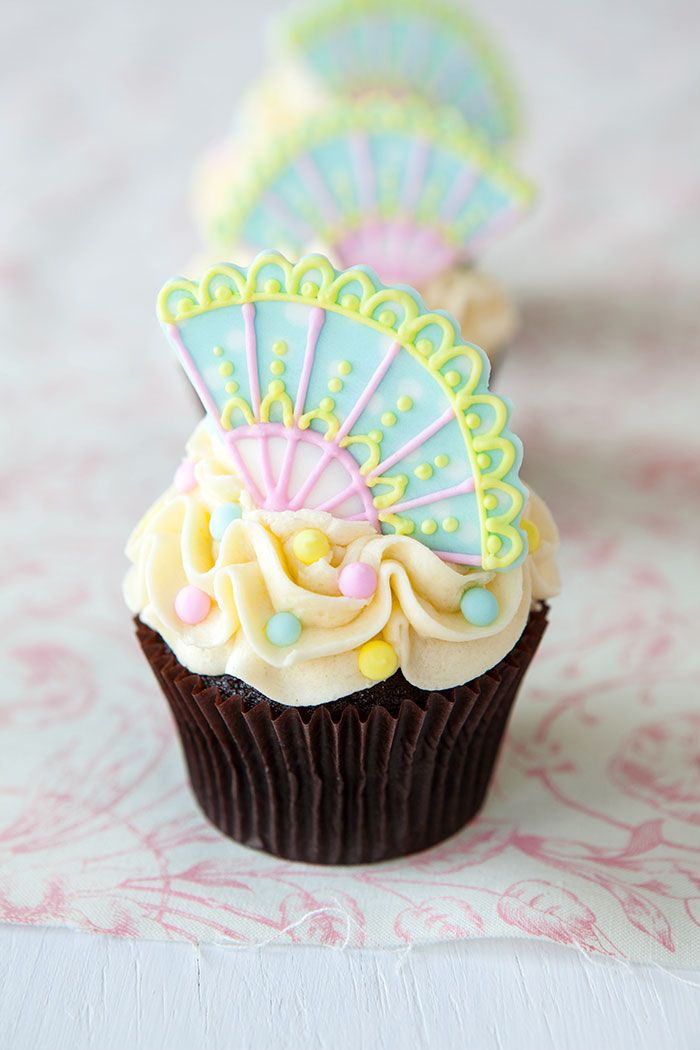 Beautiful Fan Cupcake Toppers - Cupcakes Gallery