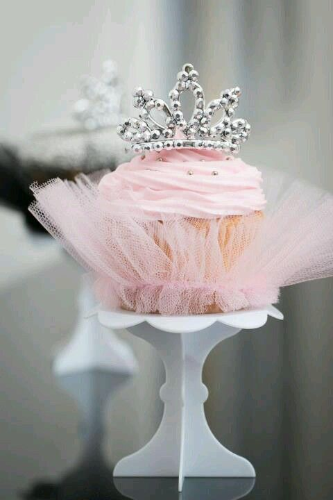 Pink Gorgeous Crown Cupcakes