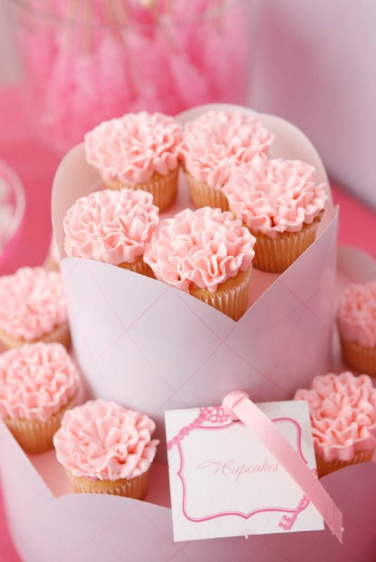 33 Pretty Pink Cupcakes