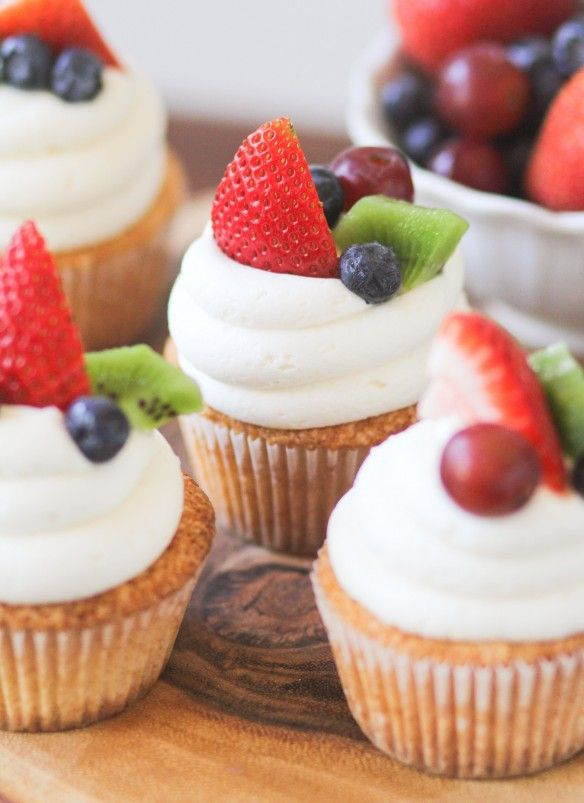 Yummy Fruit Pizza Cupcakes
