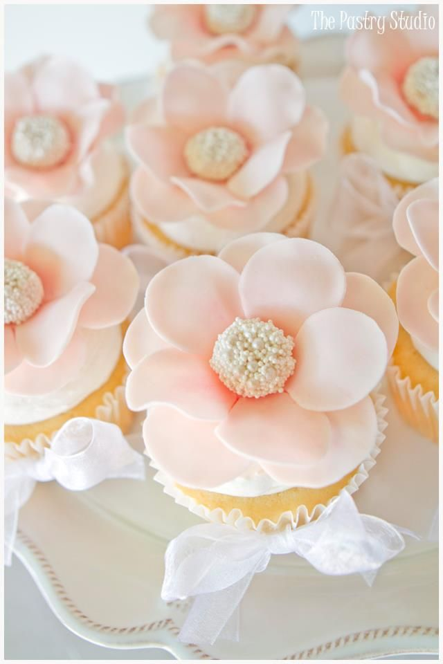 Beautiful Peach Flower Cupcakes