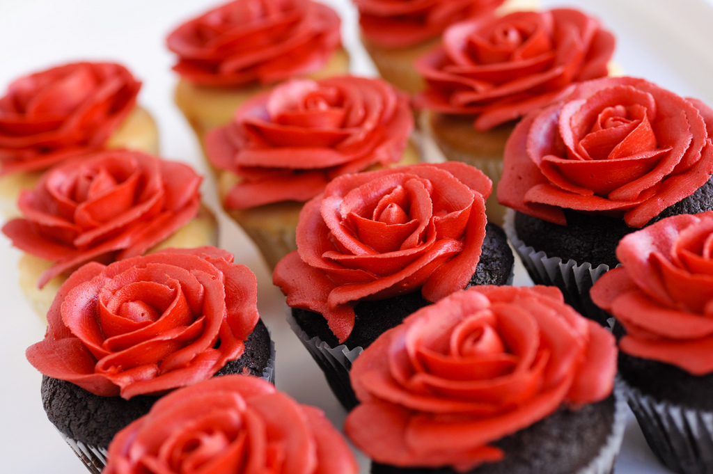 Exquisite Red Roses Cupcakes