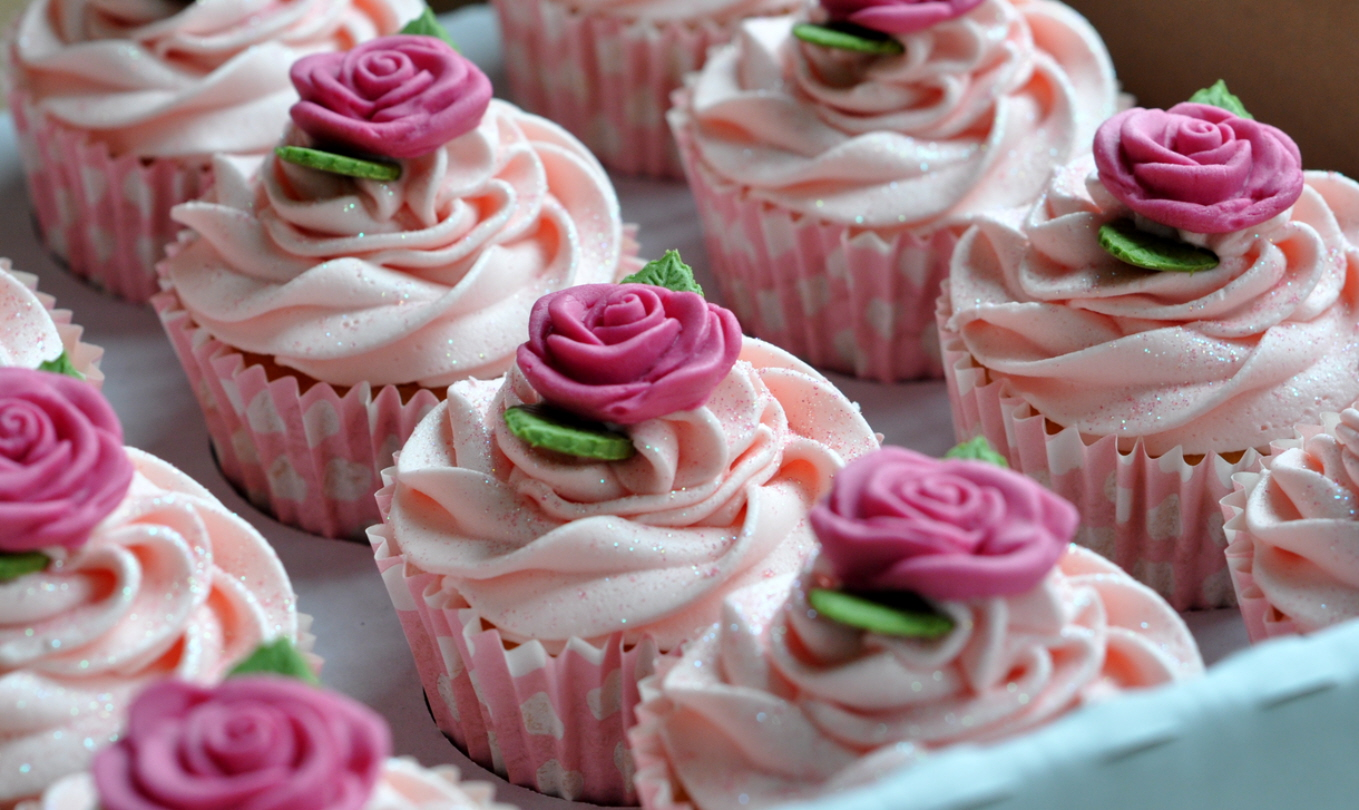 Glittering Roses Cupcakes