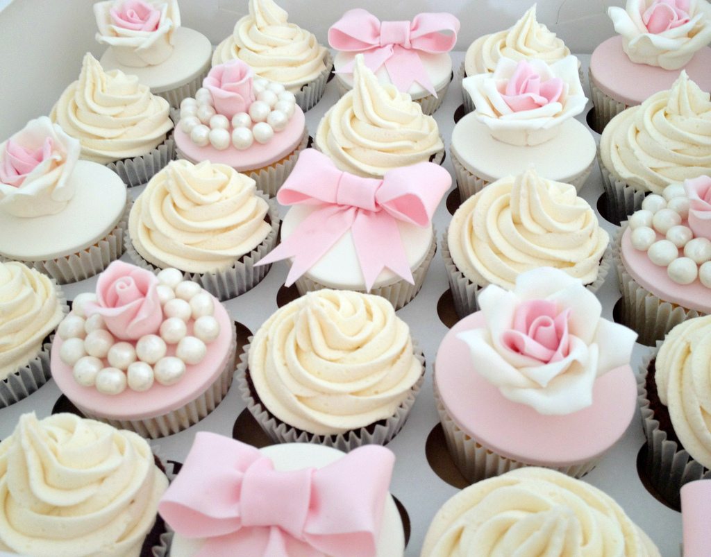 30 luscious wedding cupcakes for Kitchen accessories cupcake design