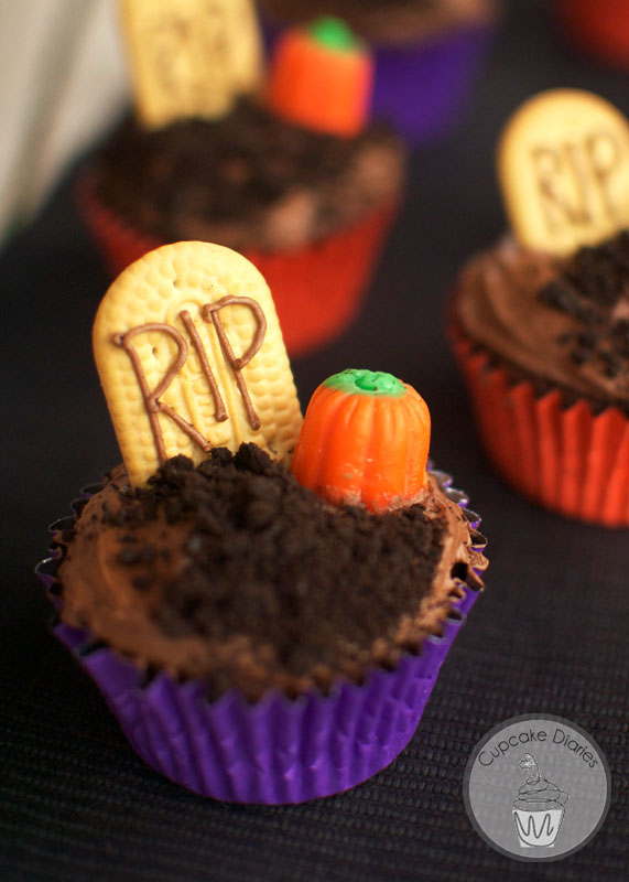 40 terrifying halloween cupcakes for Easy halloween cakes to make at home