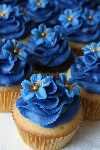 Royal Blue Flowers Cupcakes