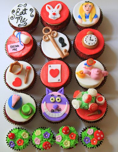 Alice in Wonderland Wedding Theme Cupcakes