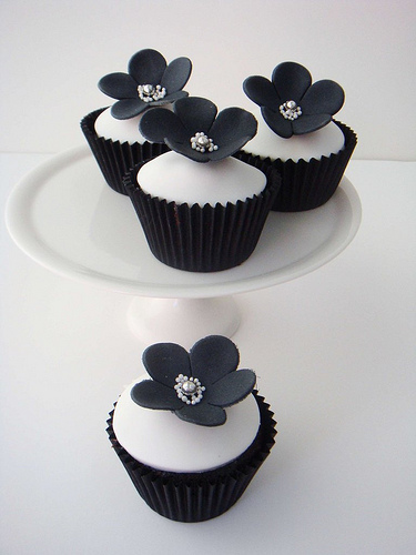 Black And White Cupcake Images : 33 Black and White Cupcakes Just for You!