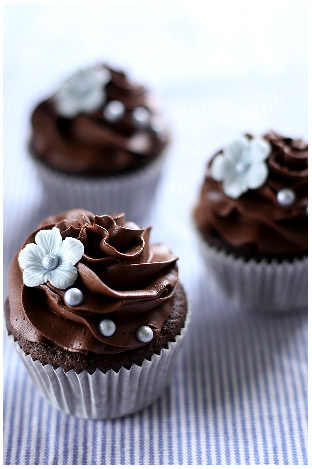 Beautiful Silver Pearls Chocolate Cupcakes