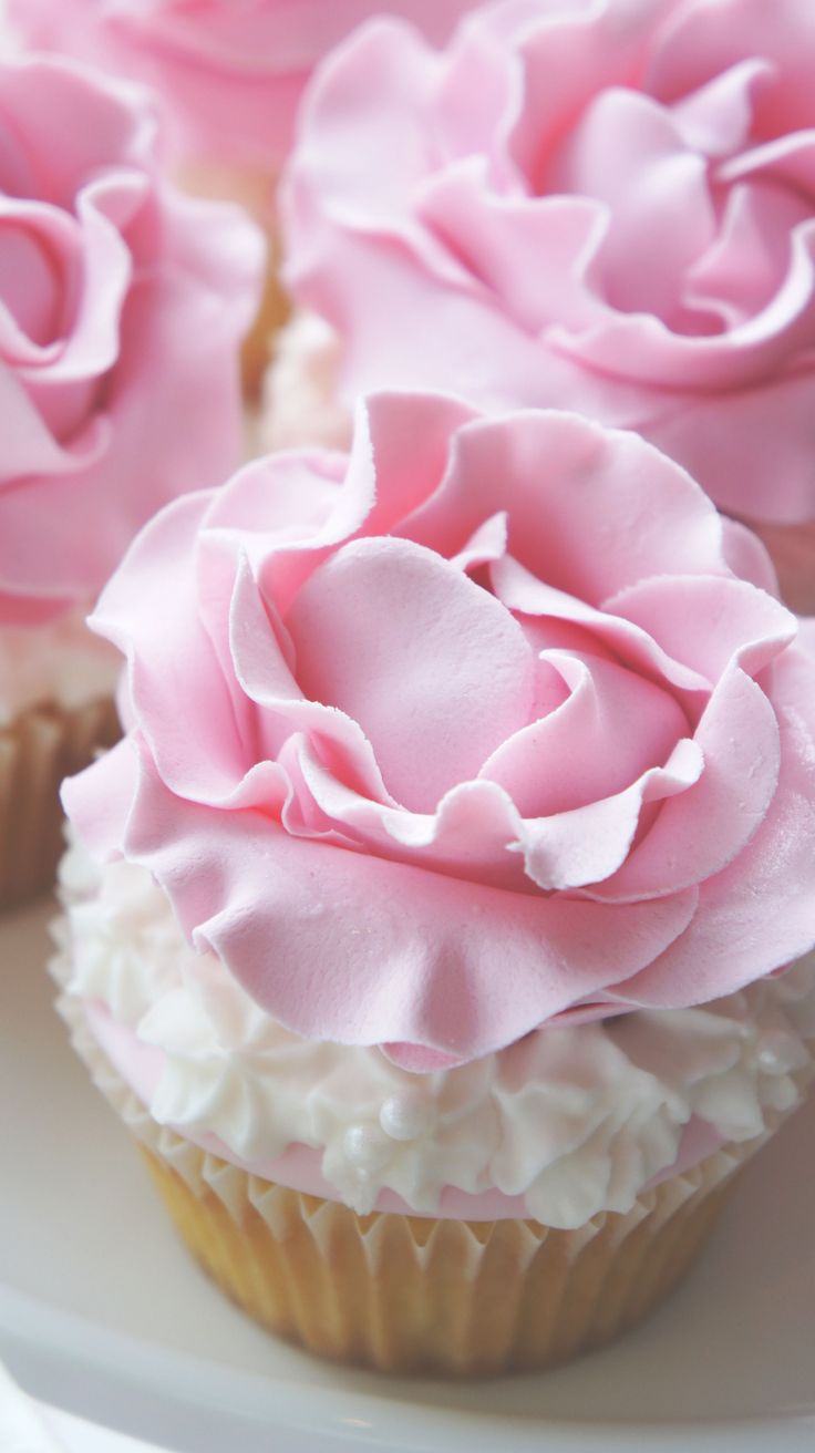 Best Rose and Pearls Cupcakes