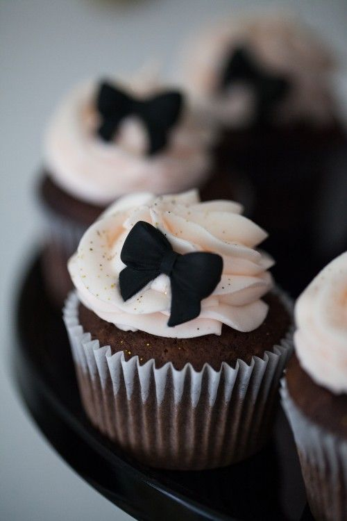 Black Bow Cupcakes