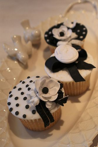 Black and White Chic Cupcakes