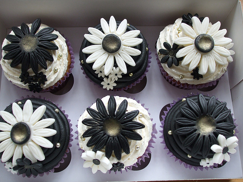 Black and White Wedding Cupcakes - Cupcakes Gallery