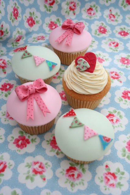 Bow Birthday Party Cupcakes