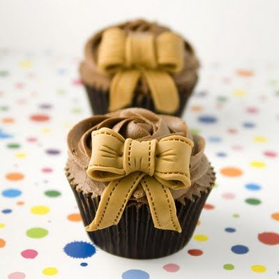 Classic Bow Cupcakes