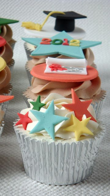 Creatively Done Graduation Cupcakes