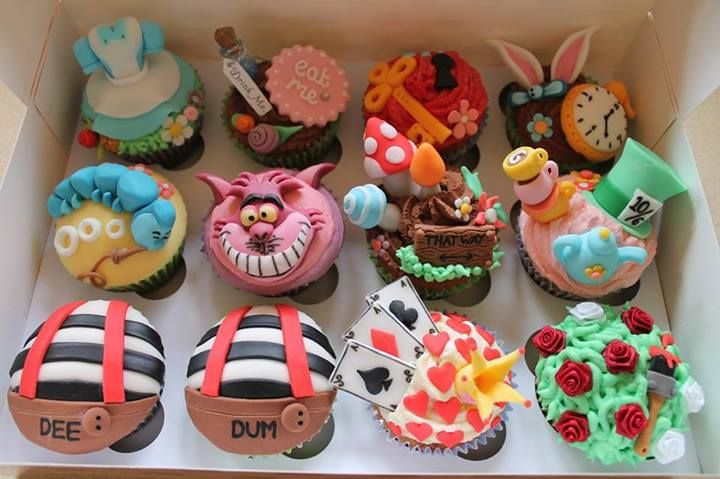 Cute Alice in Wonderland Cupcakes