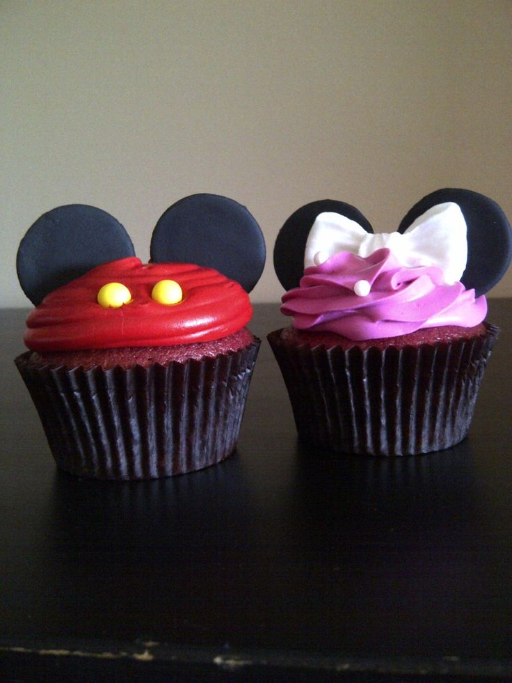 Cute Mickey and Minnie Cupcakes
