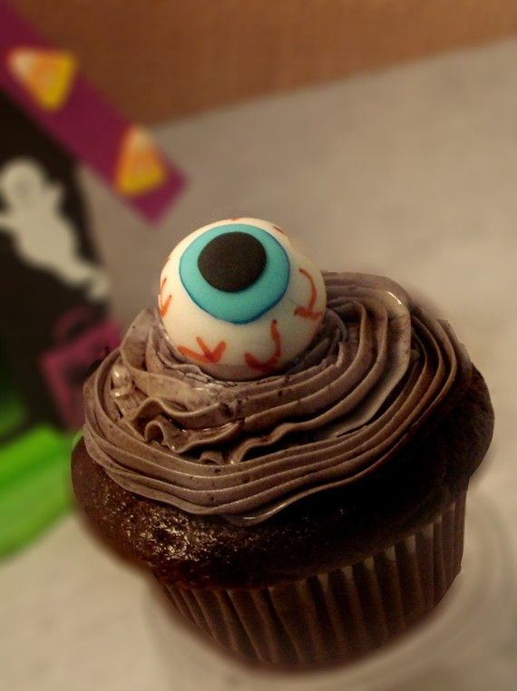 Eyeball Cupcake Topper