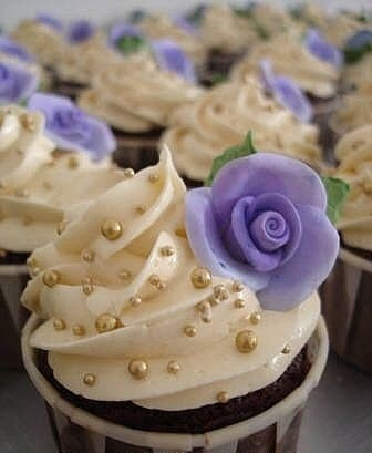Golden Pearls Cupcakes