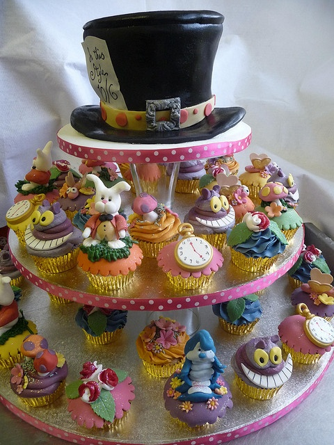 Gorgeous Alice in Wonderland Cupcakes