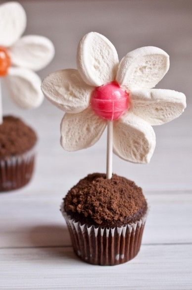 Marshmallow Flower Cupcake Toppers