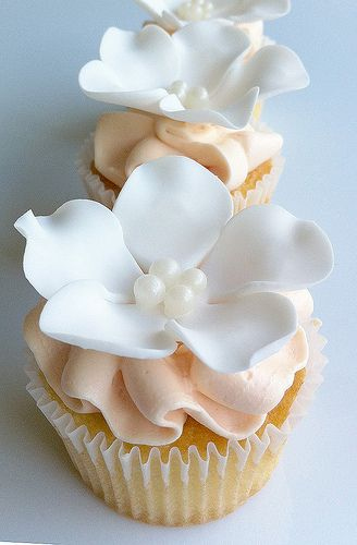 Pastel Flower and Pearls Cupcakes