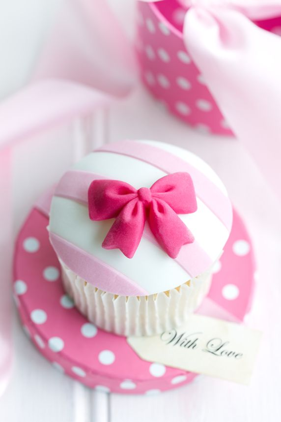 Pink Bow Cupcakes