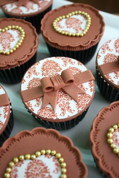 Pretty Chocolate Bow Cupcakes