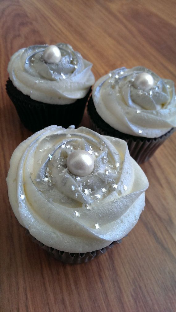 Silver Pearls Chocolate Cupcakes