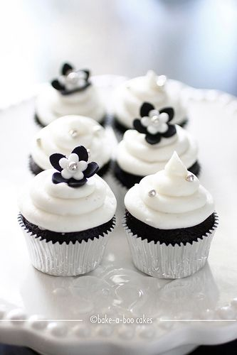 Simple Black and White Mini Cupcakes - Cupcakes Gallery