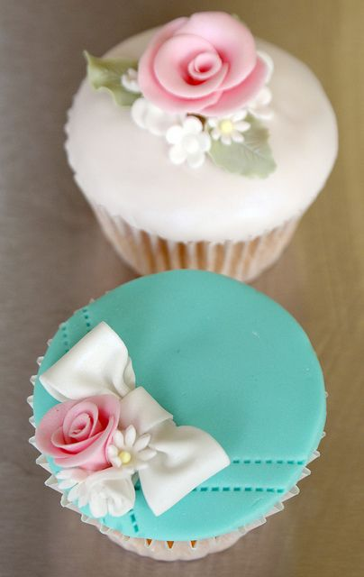 Utterly Gorgeous Bow Cupcakes