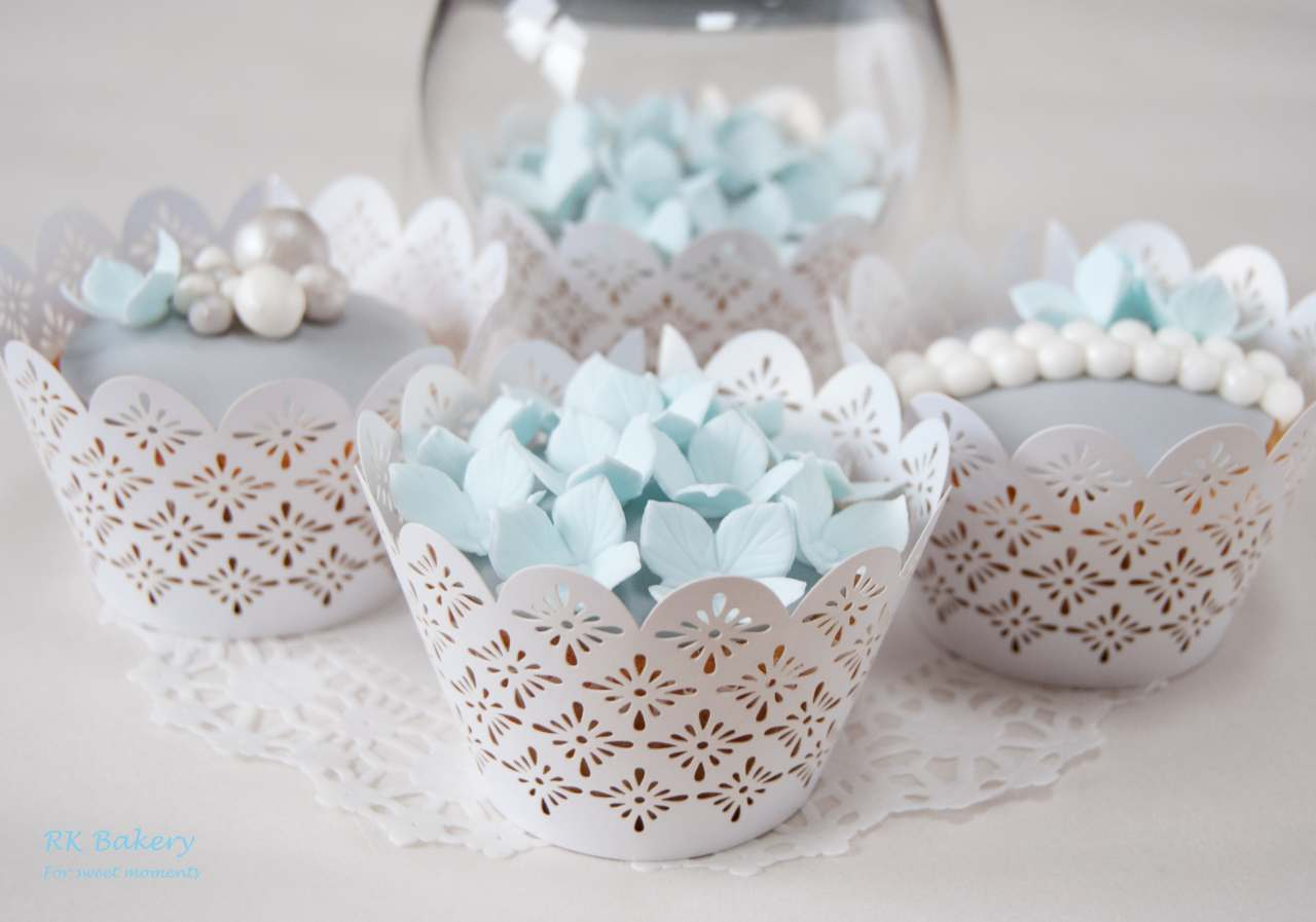 Blue Flowers And Pearls Cupcakes