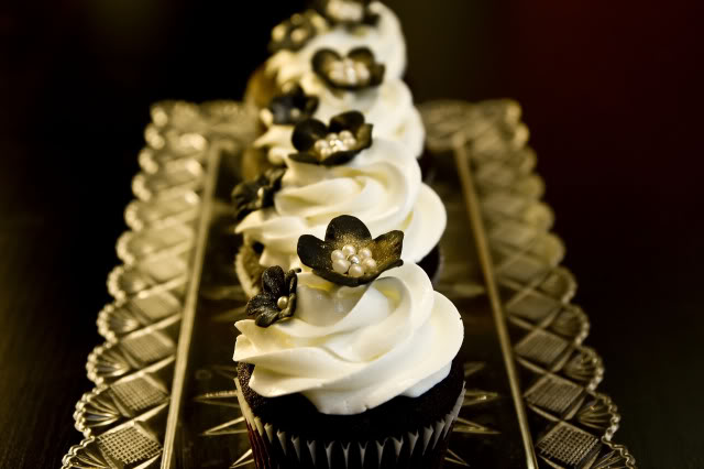 Classic Black And White Flower Cupcake