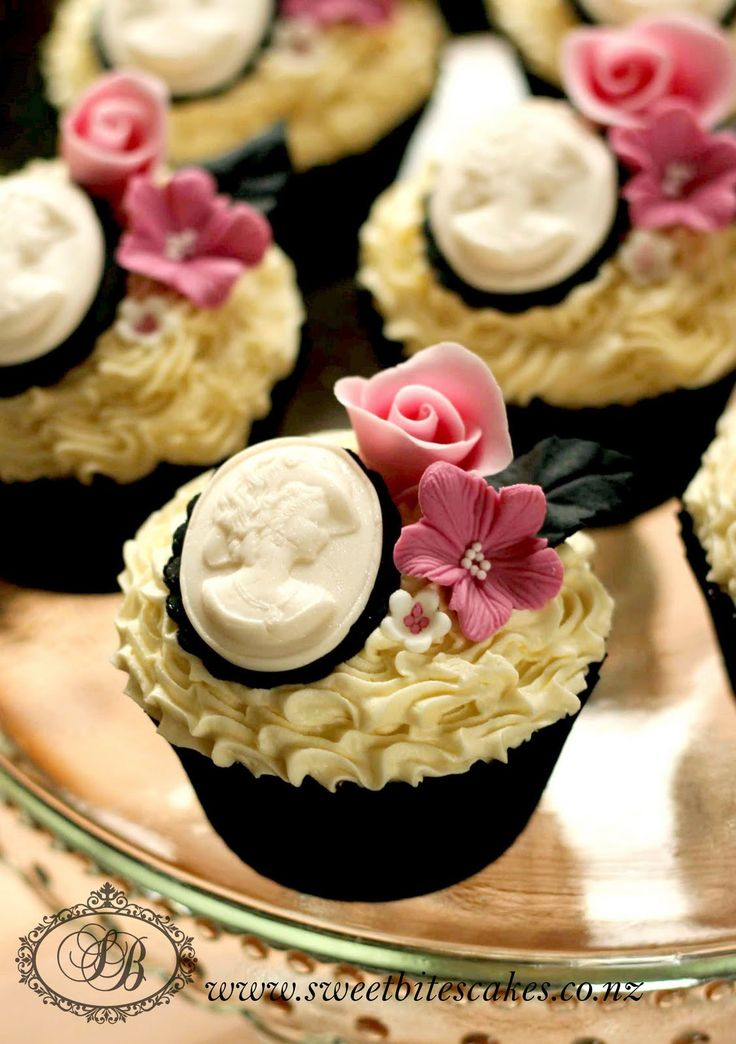 Classic Brooch And Flower Cupcakes