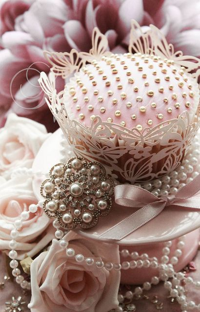 Dusky Pink With Pearls Cupcake