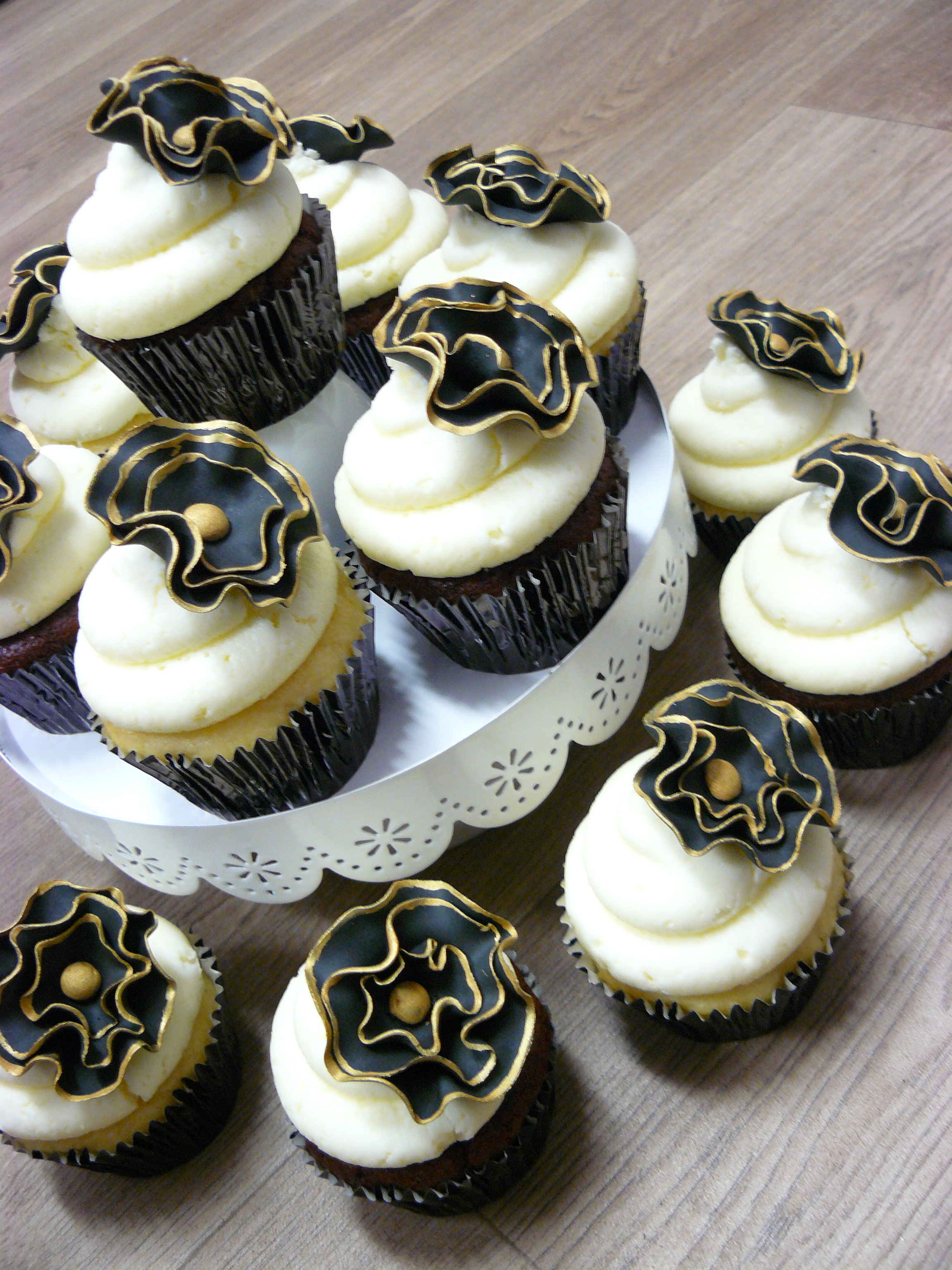 Lovely Black And Gold Flower Cupcakes