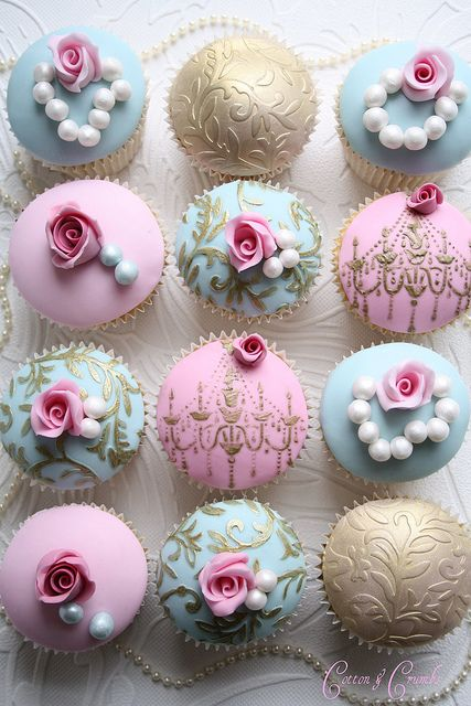 Swirls And Roses Cupcakes