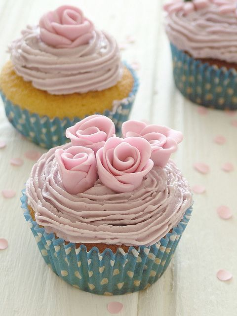 Pale Roses Cupcakes