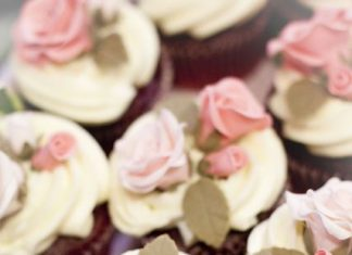 Realistic Roses Cupcakes