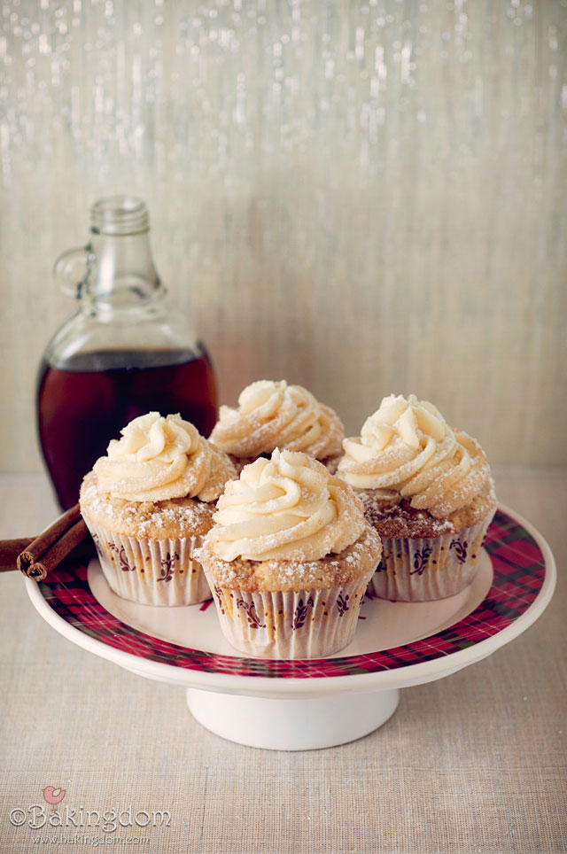 Streusel Topped French Toast Cupcakes