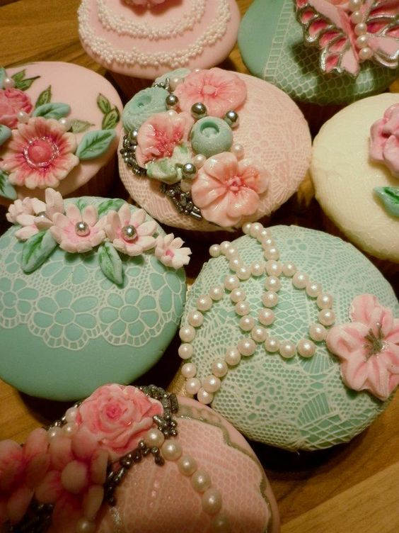 Lace, Pearls and Flowers Cupcakes