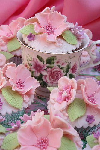 Pretty Floral Pink Cupcakes