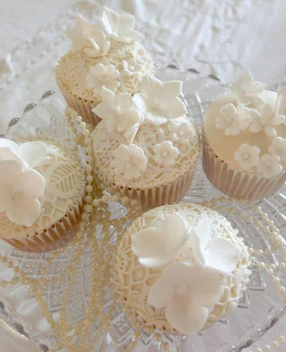 Cream Floral Lace Cupcakes