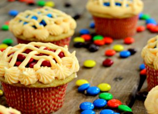 Apple Pie M&M's Cupcakes